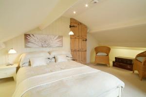 Barnhowe, Elterwater, Upper Double Bedroom