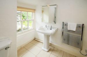 Inglewood Cottage, Chapel Stile, Bathroom