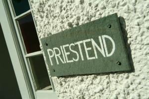 Priest End, Chapel Stile, Sign
